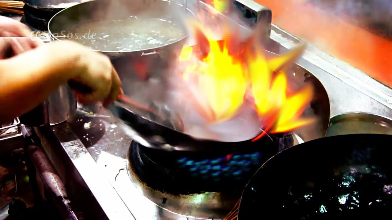Goede Wokpan Cooking Fried Fish In The Chinese Wok Youtube