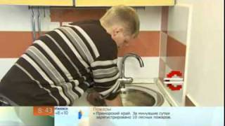 Устранение засора в раковине на кухне(Как устранить засор в раковине на кухне - небольшая видео инструкция., 2011-11-10T12:11:15.000Z)