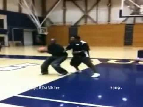 Michael Jordan 1 on 1 vs Slamball player (2009)