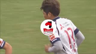 相手選手がゴール前でボールの処理にもたついたところを大久保 嘉人(FC...