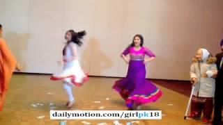 vuclip Sweet Girls Dance on '' Nagada Sang Dhol '' FULL HD