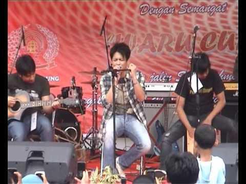 Peterpan Tak Bisakah Live at Rutan Kebon Waru ( full video )