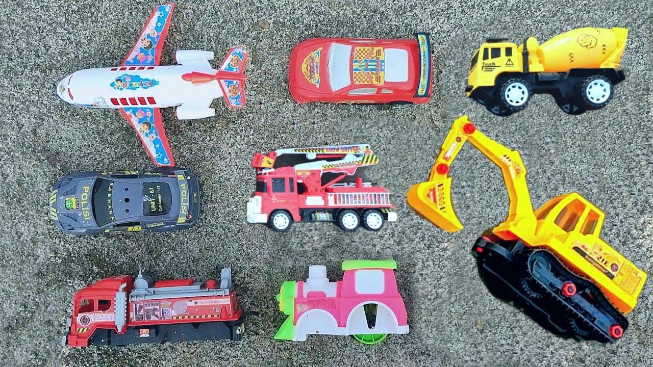 mobil truk sampah, mobil molen, kereta api, mobil polisi, bego, doser, pesawat, mobil gandeng,