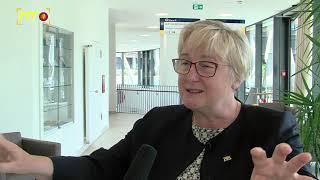 Wissenschaftsministerin Bauer im Gespräch mit Mitarbeitern des UKT