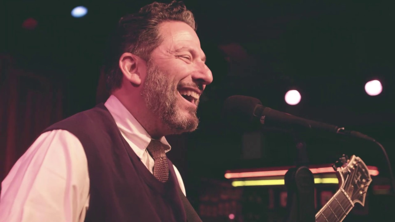 Video: John Pizzarelli Trio - It's Only a Paper Moon