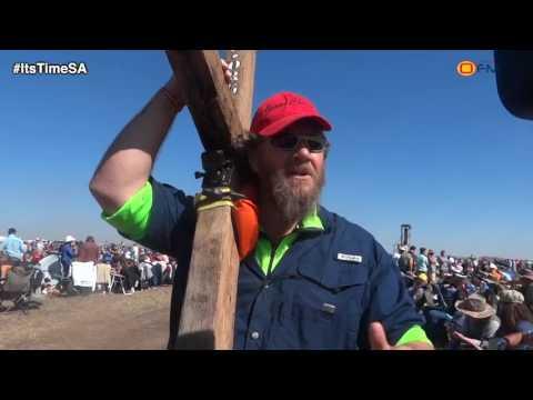 Somerset West man arrives wielding a cross at Angus Buchan prayer gathering in Bloemfontein