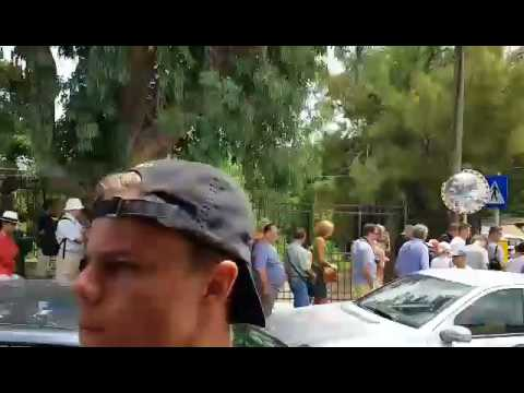 Συνεχίζονται οι ουρές ταλαιπωρίας στην Κνωσσό