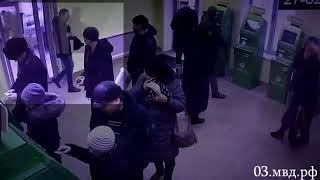 В Улан-Удэ мужчина забрал из банкомата чужие деньги