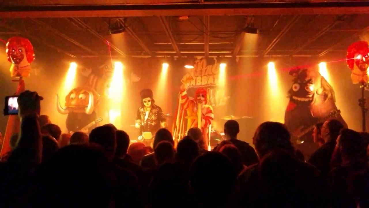 Clownvis joins Mac Sabbath on stage [St. Louis - 03/14/17 ...