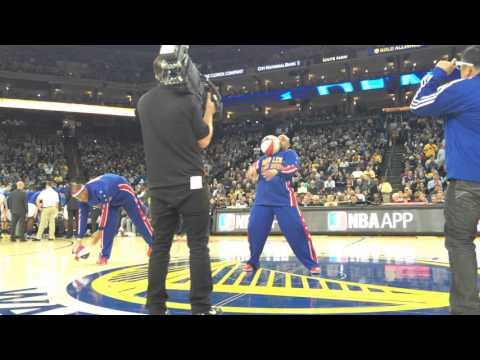 Steph Curry Meets The Harlem Globetrotters!