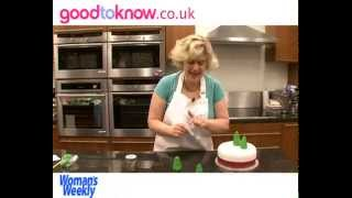 How to decorate a Christmas Cake