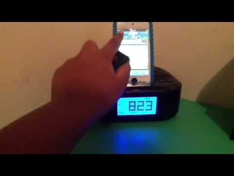 memorex am fm clock radio ipod dock review youtube rh youtube com CD Clock Radio Alarm Clock Memorex Clock Radio iPod Dock