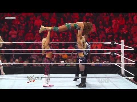WWE RAW 0916/11 | Beth Phoenix & Natalya vs. Eve & Kelly Kelly