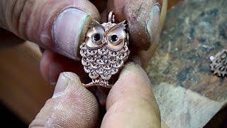 Process Of Making Gold Owl. Korean Jewelry Technician