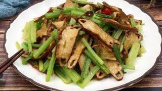素菜西芹炒豆干的家常做法,芹菜香脆、豆干嫩滑,老少咸宜 【客家妹秀秀】