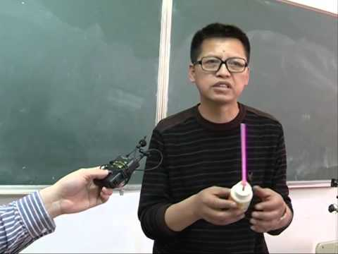 Physics teacher uses musical instruments in class - YouTube