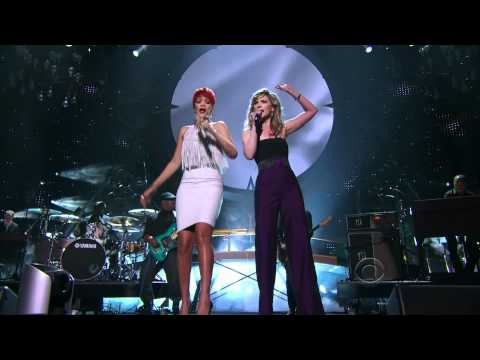 Rihanna & Jennifer Nettles - California King - ACM Awards 2011