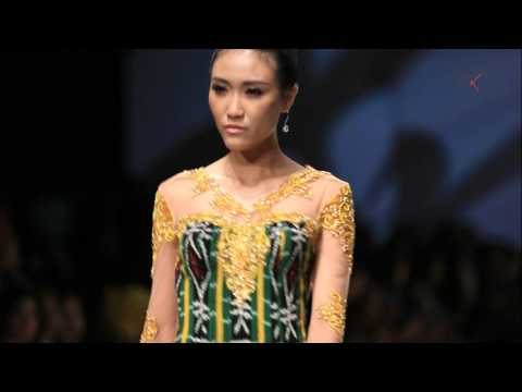 INDONESIA FASHION WEEK 2016 - The Touch of NTT by Julie Laiskodat   Yurita Puji