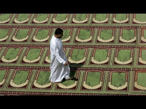 Suicide bomber detonates bomb in Sunni mosque in Iraq