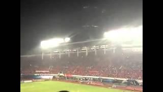 [微博热门] 五万多人在球场上喊出《海阔天空》,太震撼了。。。如果可以,我一定去。