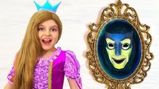 Magic Mirror and Princesses Dress Up & Makeup   Super Elsa