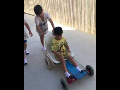 เล่นกันเพลินๆ วันหยุด boys enjoy play with billy cart