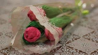 Букеты из конфет. Тюльпаны из гофрированной бумаги(Наш сайт: http://shop.delki.ru/ Как сделать тюльпаны из гофробумаги. Два способа изготовления листьев и лепестков...., 2013-02-08T15:21:42.000Z)