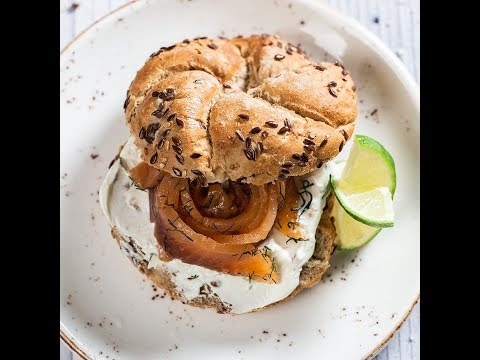 Sandviș cu somon marinat