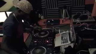DJ Maniack ft. Stiffy - Tek off Something Scratch Remix