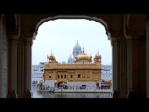 India: AMRITSAR, Tempio d'Oro, Tempio Durgiana, Memoriale, Cerimonia al confine by Claudio Gobbetti