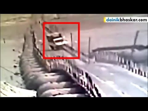 Shocking! Tata Magic Fell Into Ganga River in Allahabad | Caught On Camera