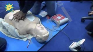 بالفيديو  تعلم طرق ذاتية  لعلاج شخص بالغ فاقد للتنفس قبيل وصول سيارة الإسعاف