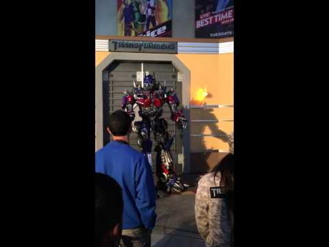 L'arrivée d'Optimus Prime (Transformers) à Universal Studios Hollywood (California) 28 Novembre 2015