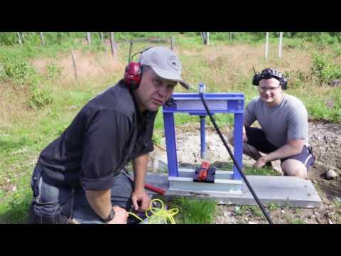 Exploding hydraulic press with Swedish dynamite