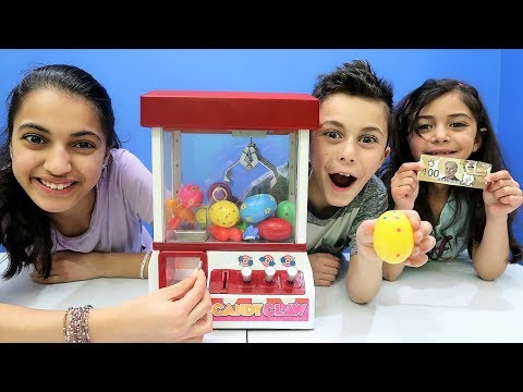 Candy Claw Machine Game Toy Challenge with Surprise Egg!!!