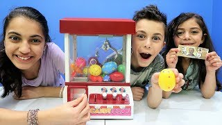 Claw Machine Game Toy Challenge with Surprise Egg!!!