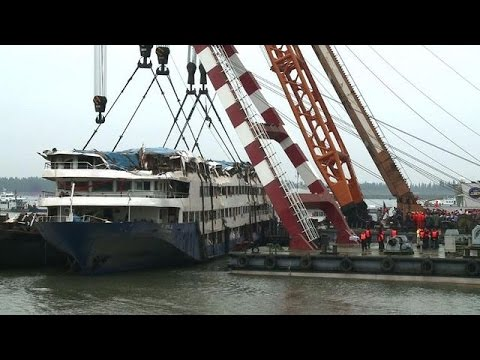 Salvage and rescue personnel remember China ship victims
