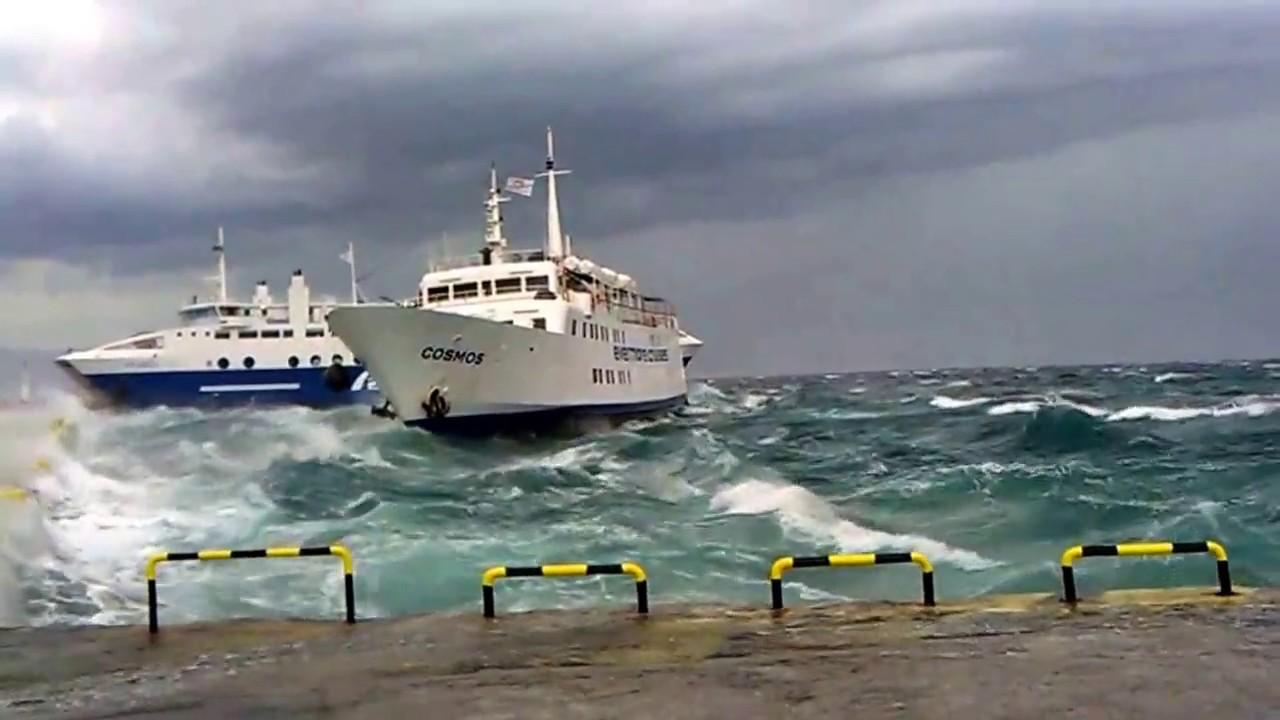 Αποτέλεσμα εικόνας για πλοιο πλησιαζει επικινδυνα το λιμανι της αιγινας