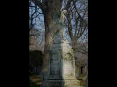 Beautiful Decay visits Greenwood Cemetery