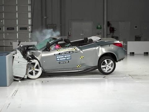 2007 Pontiac G6 convertible moderate overlap IIHS crash test