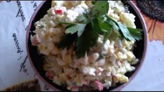 Крабовый салат с рисом и кукурузой