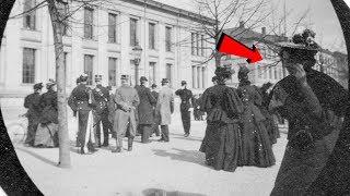 Viajera del Tiempo Descubierta en Fotografía de 1890