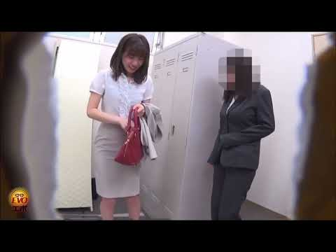 japanese girl farting in the lockers