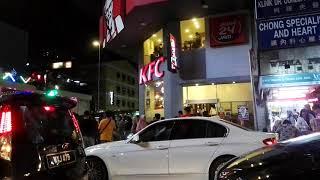 Куала-Лумпур. Собрались и поехали менять деньги. В отеле 380 рингит за 100$, в обменнике 408