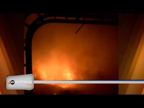 Incêndio em barracão com pneus dura mais de sete horas em Ilha Solteira