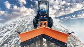 Трактор Беларус-82.1 с отвалом  и коммунальной щеткой для уборки снега