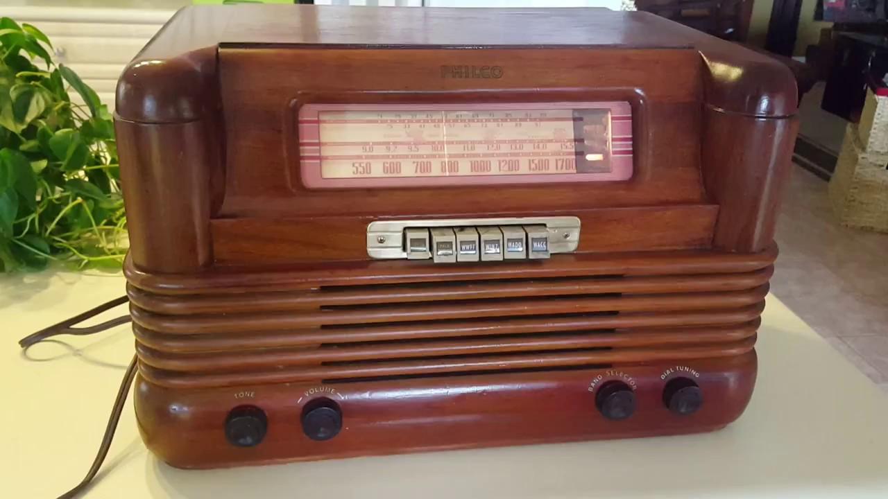 A Fully Restored 1942 Philco Model 42 350 Radio