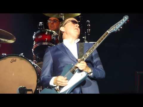 Mountain Climbing~Joe Bonamassa on a beautiful Firebird at the Royal Albert Hall 4/20/17