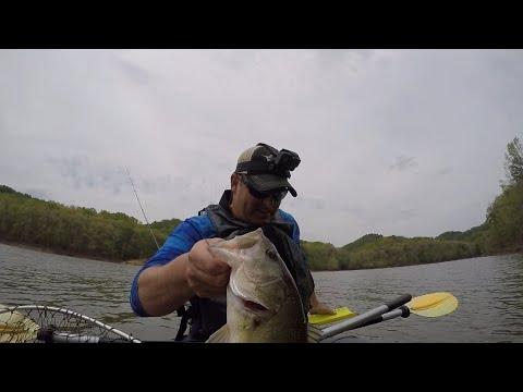 CHUNK Prespawn LARGEMOUTH--Kayak Fishing Cave Run Lake For Bass