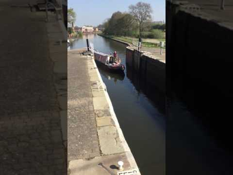 Narrowboat coming into lock at Thorne nr Doncaster